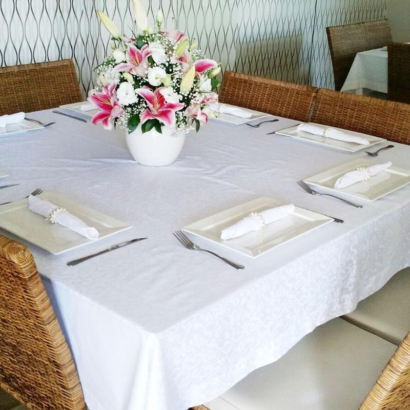 Toalha de Mesa Branca Festa